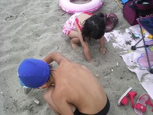 由良海岸での子どもたち